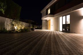 EXTERIOR DRIVEWAY LIGHTING - LE SCAINE